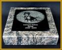 Grabplatte klein mit Trägerplatte und Laserung