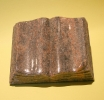 Miniaturbuch aus Granit