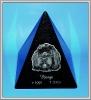 Granitpyramide mit Laserung